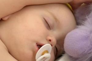 Как разлучить малыша с пустышкой