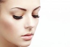 Секреты ухода за ресницами и кожей вокруг глаз