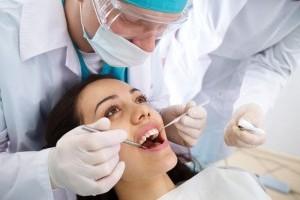 4 Фактора, которые следует учитывать при выборе стоматологической клиники