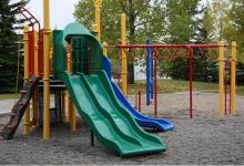 Как горки на детской площадке помогают развитию детей