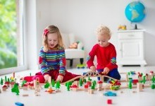 10 советов: как выбрать подходящие игрушки для маленьких детей в цифровую эпоху