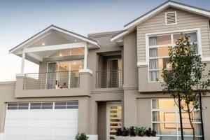 Сравнение и противопоставление плюсов и минусов покупки новых домов на выставке и старых домов