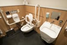 Как приспособить ванную комнату для людей с инвалидностью?